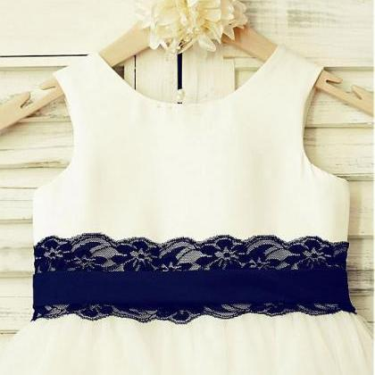 Lace Scoop Neckline A-line Flower G..