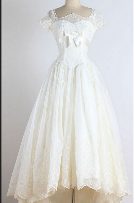 Ivory A-line High Low Dresses,Lace Vintage Dresses,High Quality Bridal Dresses,Ivory Lace Wedding Dresses,A-line Lace High Low Vintage Dresses,Cheap Lace Wedding Gowns,Beautiful Wedding Dresses