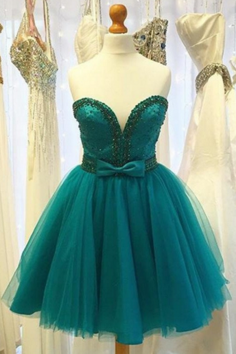 Classy V-neck Strapless Short Beading Homecoming Dresses