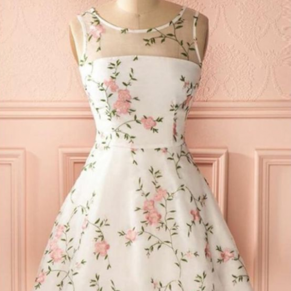 A Line Ivory Round Neck Homecoming Dress with Lace, Short Lace Prom Dresses
